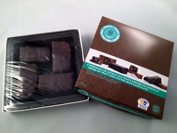 Mini gâteaux aux fruits recouverts de chocolat